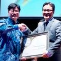 Unggul dalam Kekuatan Modal, BCA Raih Penghargaan Investor Best Bank Award 2018