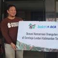 Dukung Pelepasliaran Enam Orangutan di Hutan Kehje Sewen, BCA Berikan Donasi Rp250 juta kepada Yayasan BOS