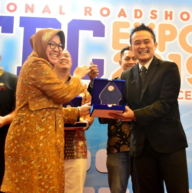 Sukses Buka Lapangan Kerja dengan Ratusan Gerai, Franchise Depo Air Minum Biru Raih Penghargaan Waralaba Padat Karya 2019