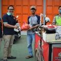 Dampak Sosial Corona, Bang Aji Arabian Kebab Bagikan Sembako ke Pekerja Harian