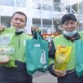 Peduli Corona, Alfamart Salurkan Bantuan Sembako untuk Mitra Gojek