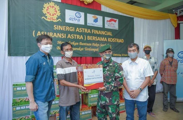 Sinergi dengan Kostrad,  Asuransi Astra Salurkan 1.000 Paket Sembako untuk Masyarakat Cibinong