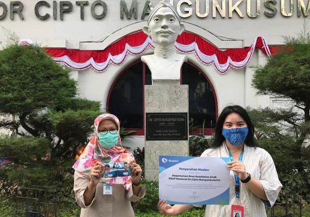 Melalui Program #BirdbagiMasker, Bluebird Bagikan Ribuan Masker kepada Anak Anak Indonesia