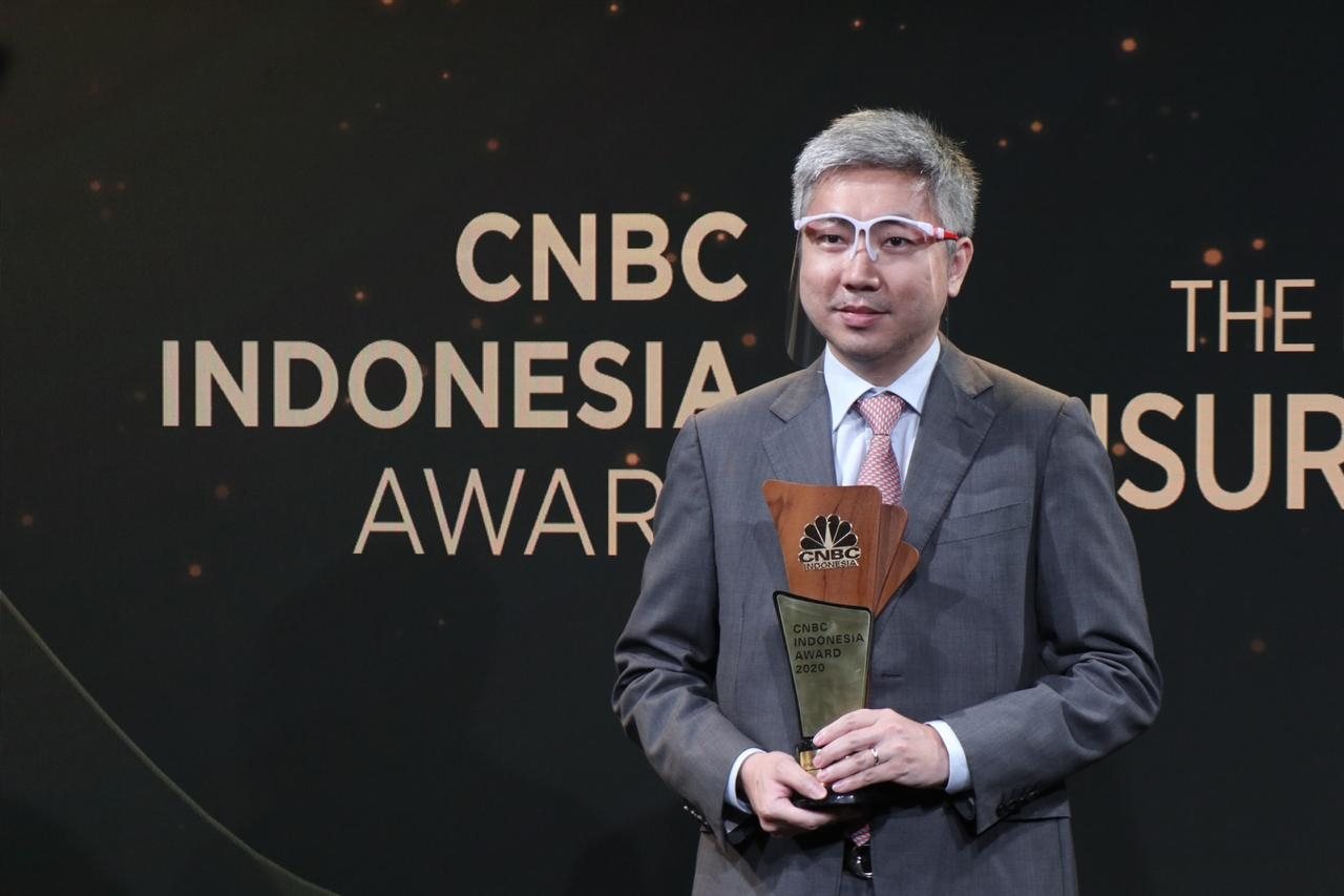 Direktur AXA Mandiri Raih Penghargaan The Best CFO in Finance Transformation