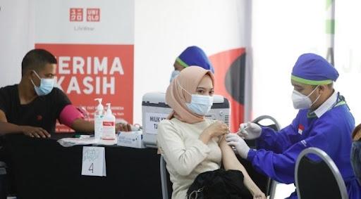 Kejar Target Herd Immunity, Uniqlo Indonesia Gantian Buka Sentra Vaksinasi