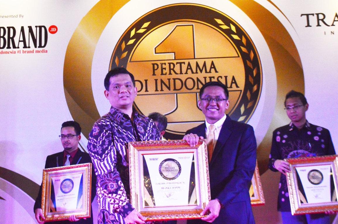 Pertama Di Indonesia - Blink Charm