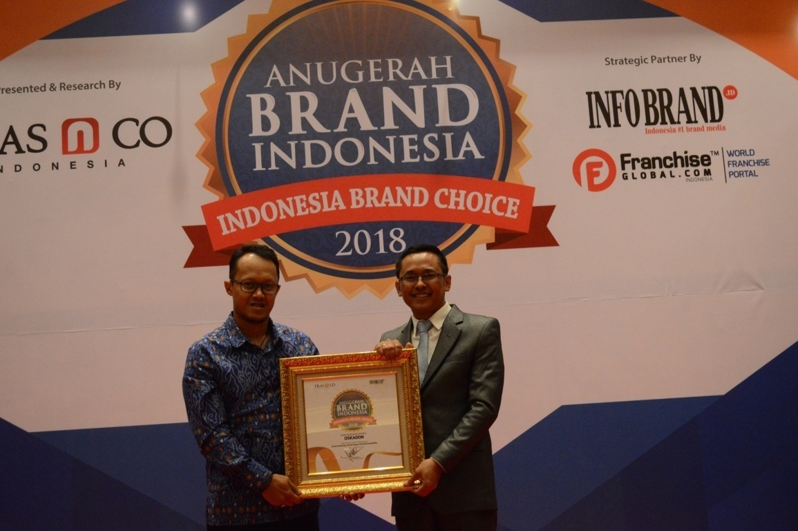 Eka Nur Martianto selaku Brand Investment & Consumer Engagement Manager Oskadon saat menerima penghargaan Anugerah Brand Indonesia 2018