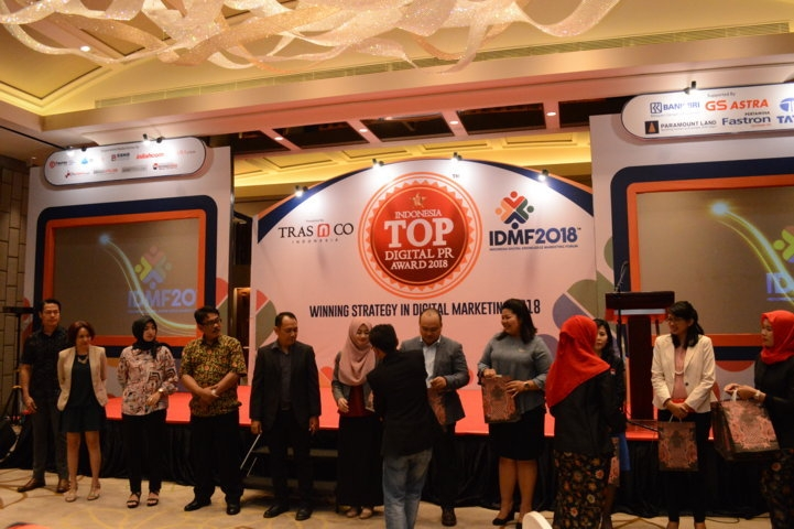 Para peserta raih doorprize di event Indonesia Top Digital Public Relation Award