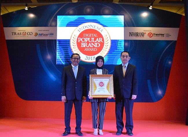 Rocket Chicken Cetak 'Hattrick' Penghargaan Indonesia Digital Popular Brand Award 2018