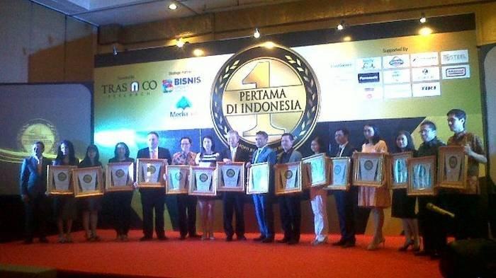 Suasana pemberian penghargaan Pertama di Indonesia yang digelar Tras N Co Research di Hotel Ritz Carlton, Kuningan, Jakarta Selatan, Jumat (10/3) malam.