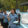 Manajemen Perempuan Bluebird Jadi Sopir Taksi di Hari Kartini