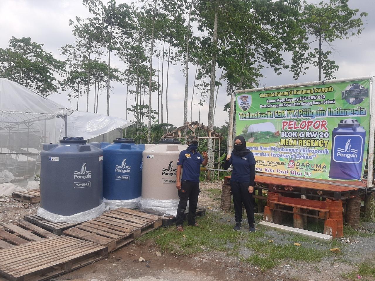 Gunakan Toren untuk Menampung Air Pengairan Kebun Hidropinik