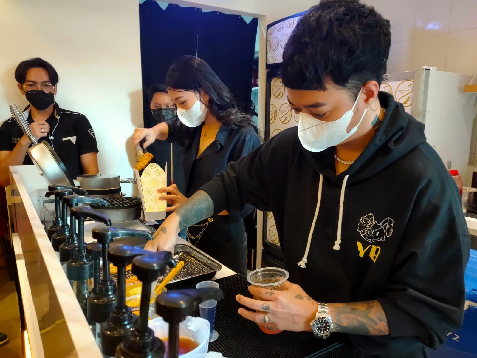 Nikmat Group Gandeng Reza Arap dan Wendy Walters Luncurkan Yuba Tea